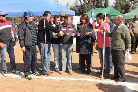 Inauguran cancha de fútbol en Vicuña Mackena de Freirina