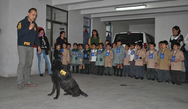 Colegio Buen Pastor visitó cuartel de la PDI en Copiapó