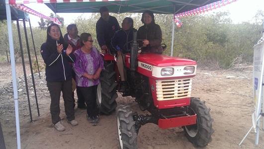 Agricultores recibieron tractor por proyecto asociativo de Indap