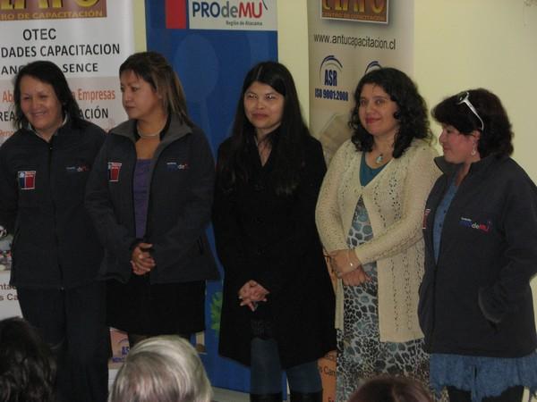 Capacitación oficio mujeres Fundación Prodemu