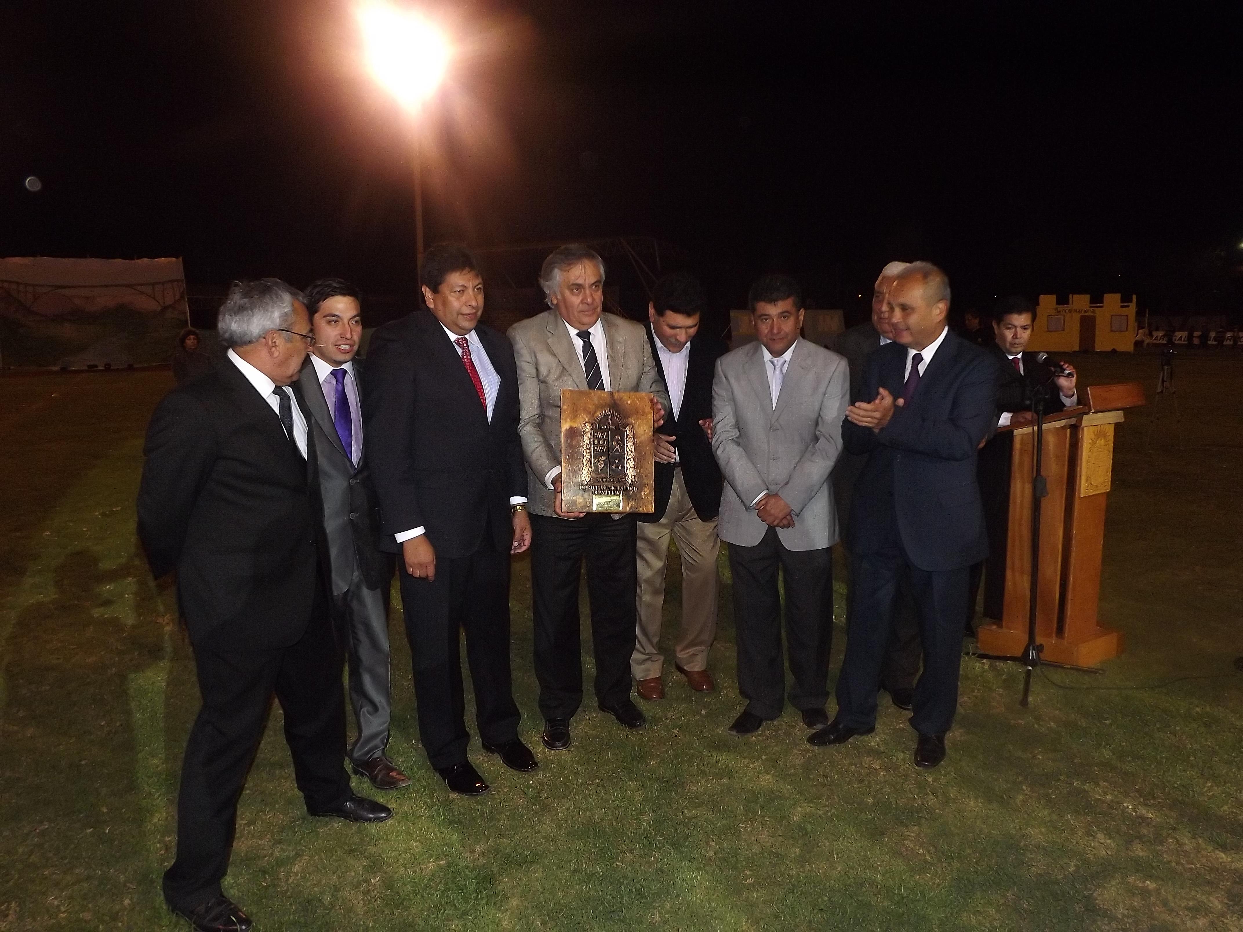 Municipio de Vallenar entrega reconocimiento a Intendente por aporte al desarrollo comunal