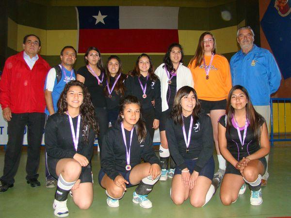 Voleibolistas del liceo José Santos Ossa
