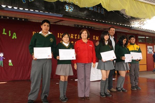Entregan bono escolar a más de mil alumnos en la provincia de Huasco