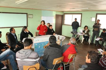 Gobernadora  convoca  a mesa de trabajo a sindicatos de pescadores y algueros de la provincia del Huasco