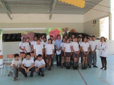 Agrícola Campillay entrega aporte a estudiantes de Alto del Carmen