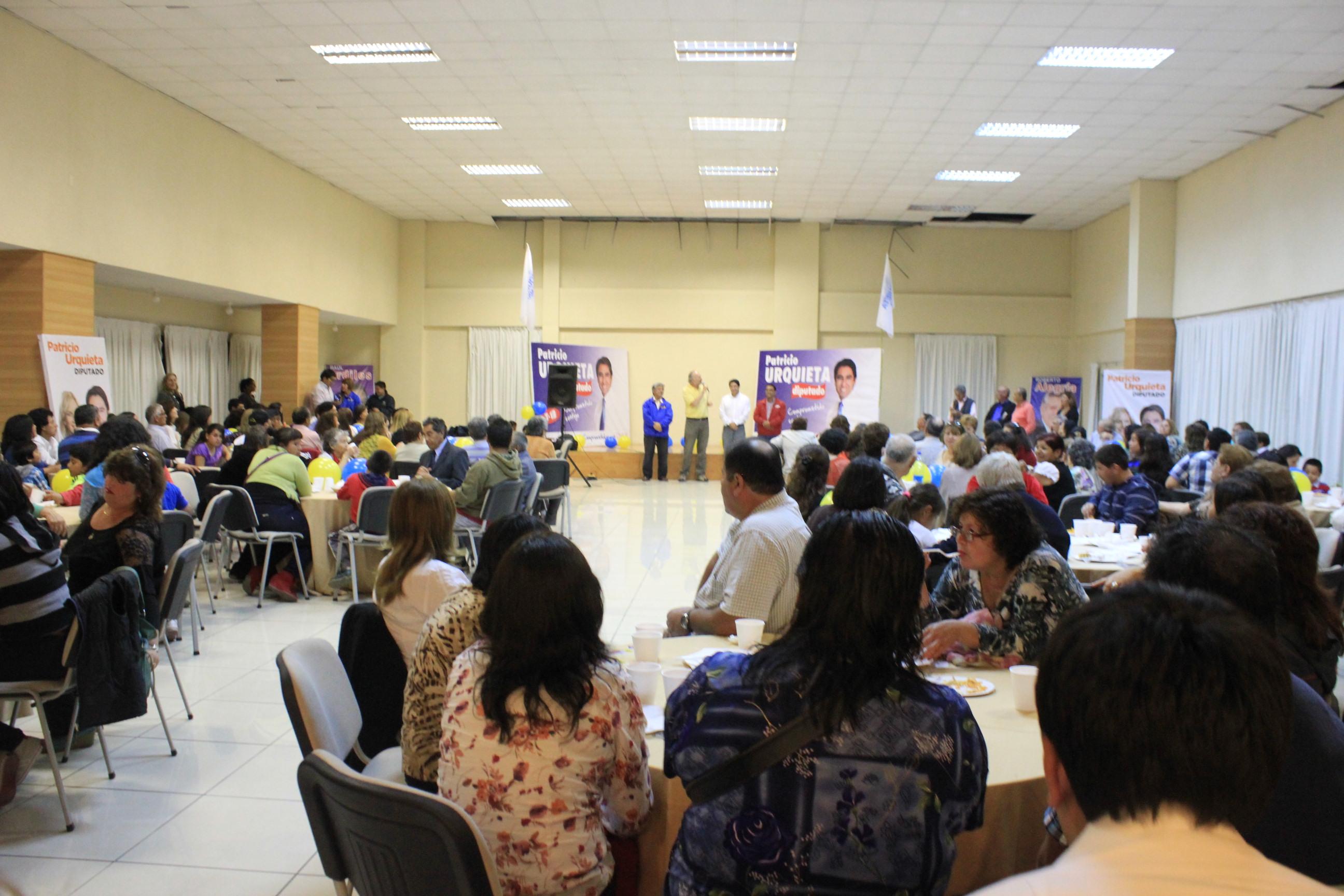Con una multitudinaria convocatoria Patricio Urquieta cierra su campaña a diputado en Vallenar