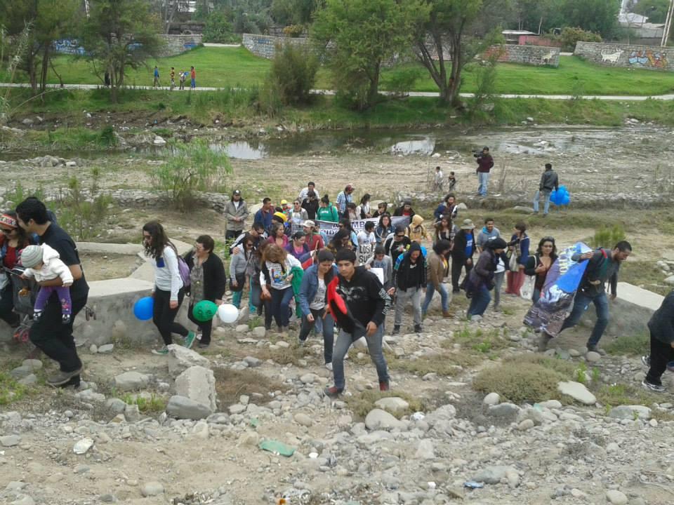 Marcha por el agua dedica mensajes a NuevaUnión y alcalde de Vallenar