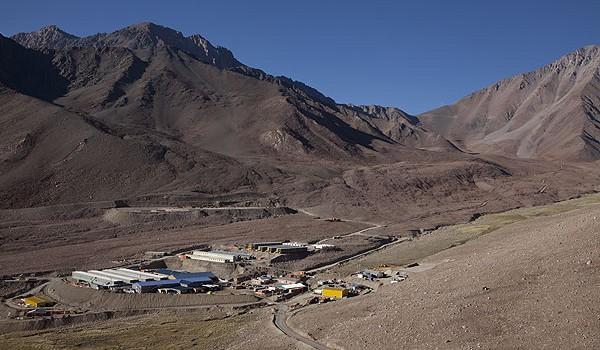 Barrick estudia posible asociación para desarrollar Pascua-Lama y reconoce deterioro de US$429 millones