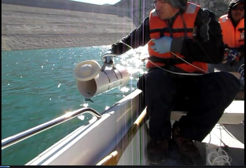 Toma de muestras embalse a 10 metros de profundidad