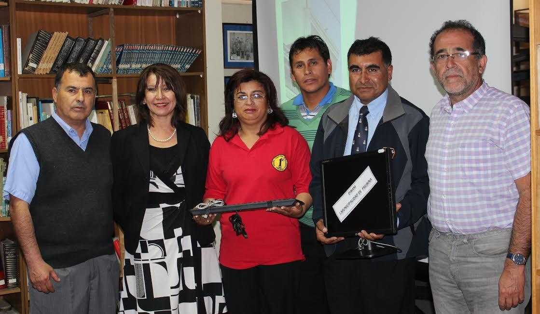 Bomberos de Freirina reciben computador por parte de Biblioteca de la comuna