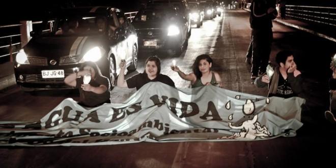 Agrupaciones ambientales realizan velatón en puente Brasil de Vallenar