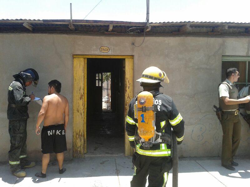 Bomberos logra controlar incendio provocado aparentemente por menores de edad en hogar de Vallenar
