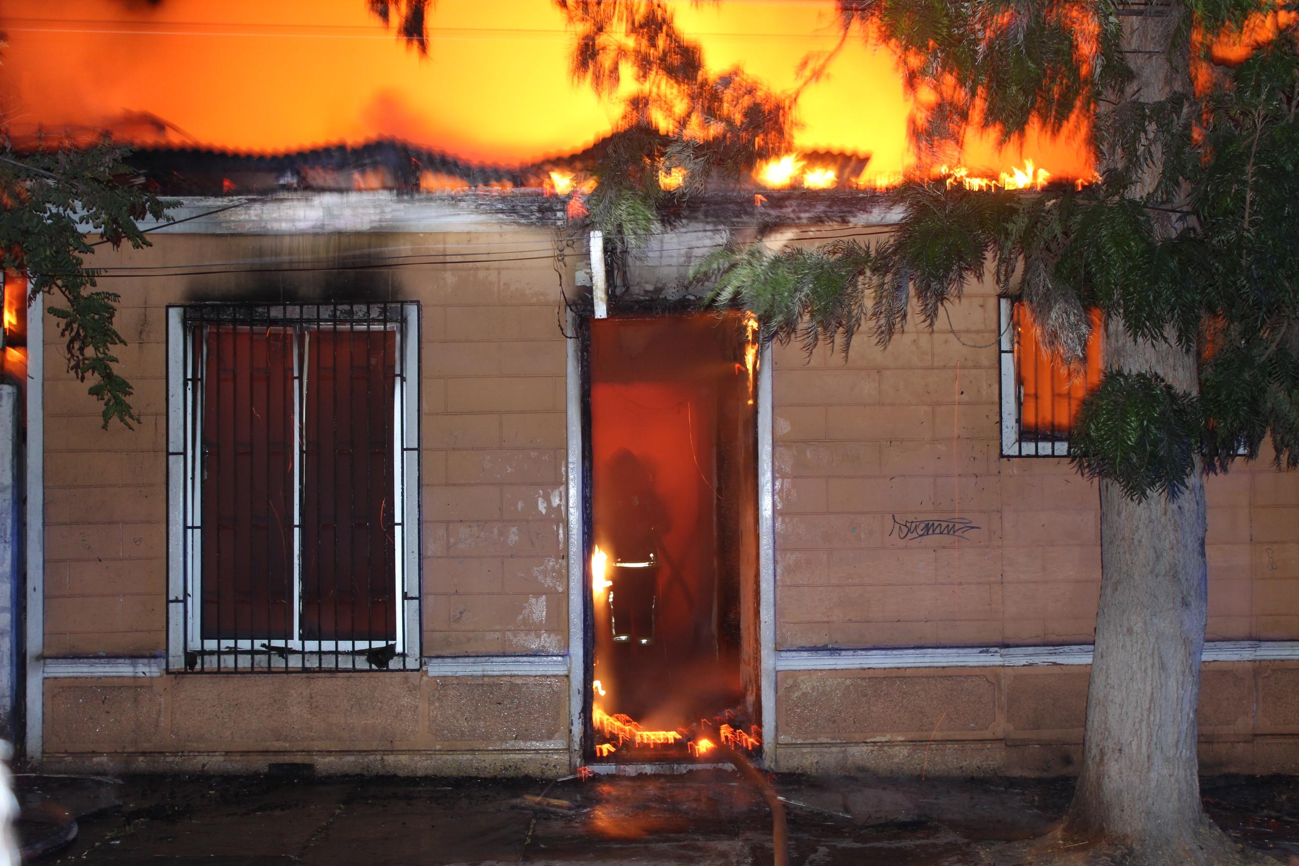 """Incendio consume tradicional residencial """"18 de Septiembre"""" en Vallenar"""