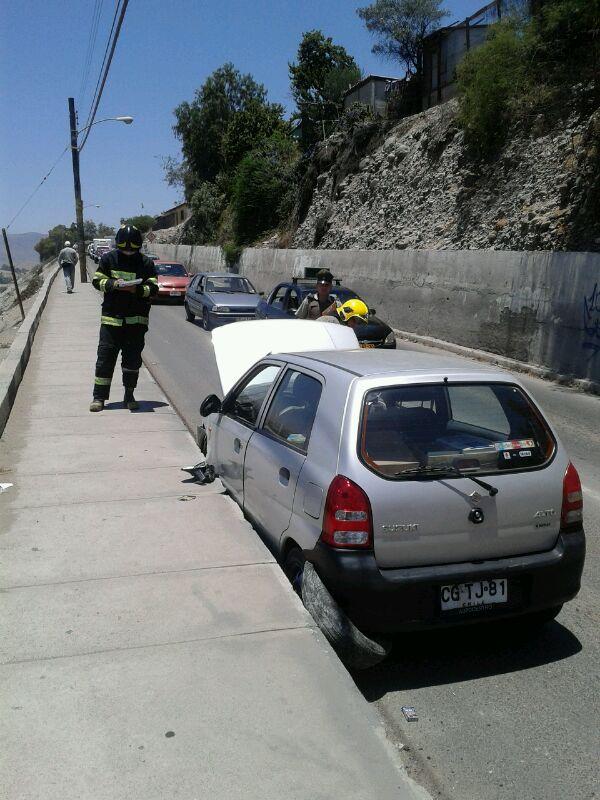 Vehículo menor sufre accidente en acceso hacia población Torreblanca en Vallenar