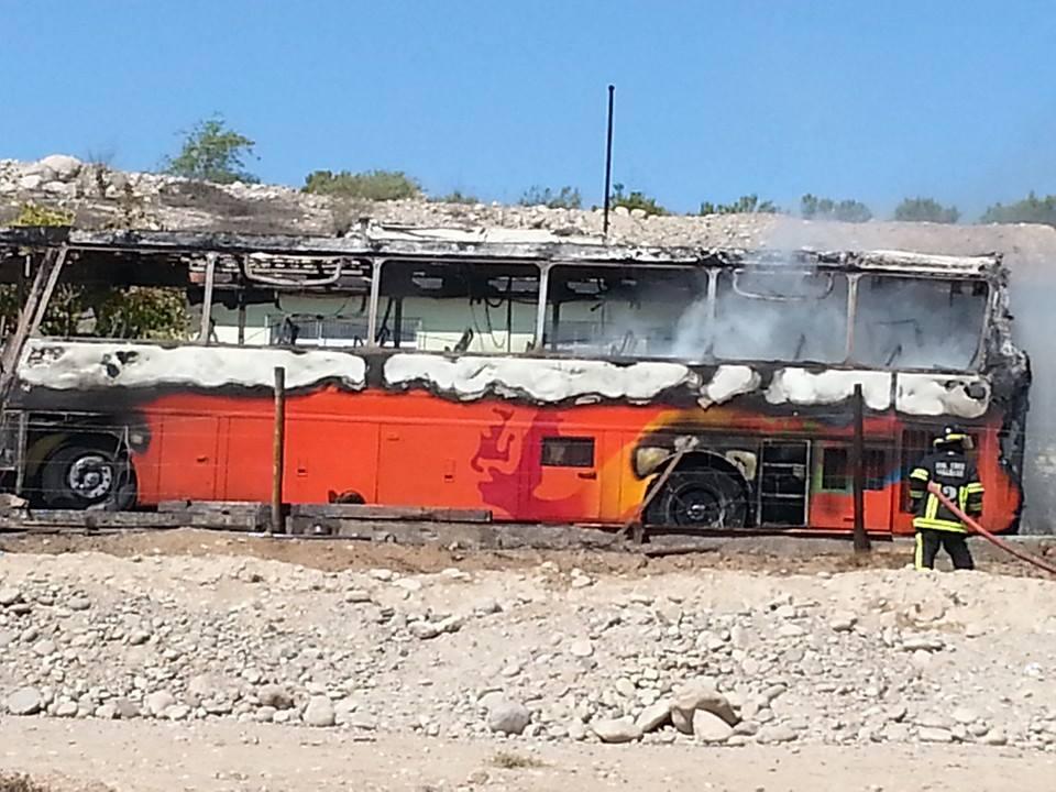 Bus de transporte se incendia completamente en ruta que une Vallenar y Planta Enami