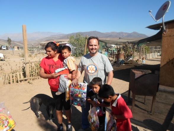 Rotary Club  termina su última actividad del año con entrega de regalos y confites en Los Morteros de Vallenar.