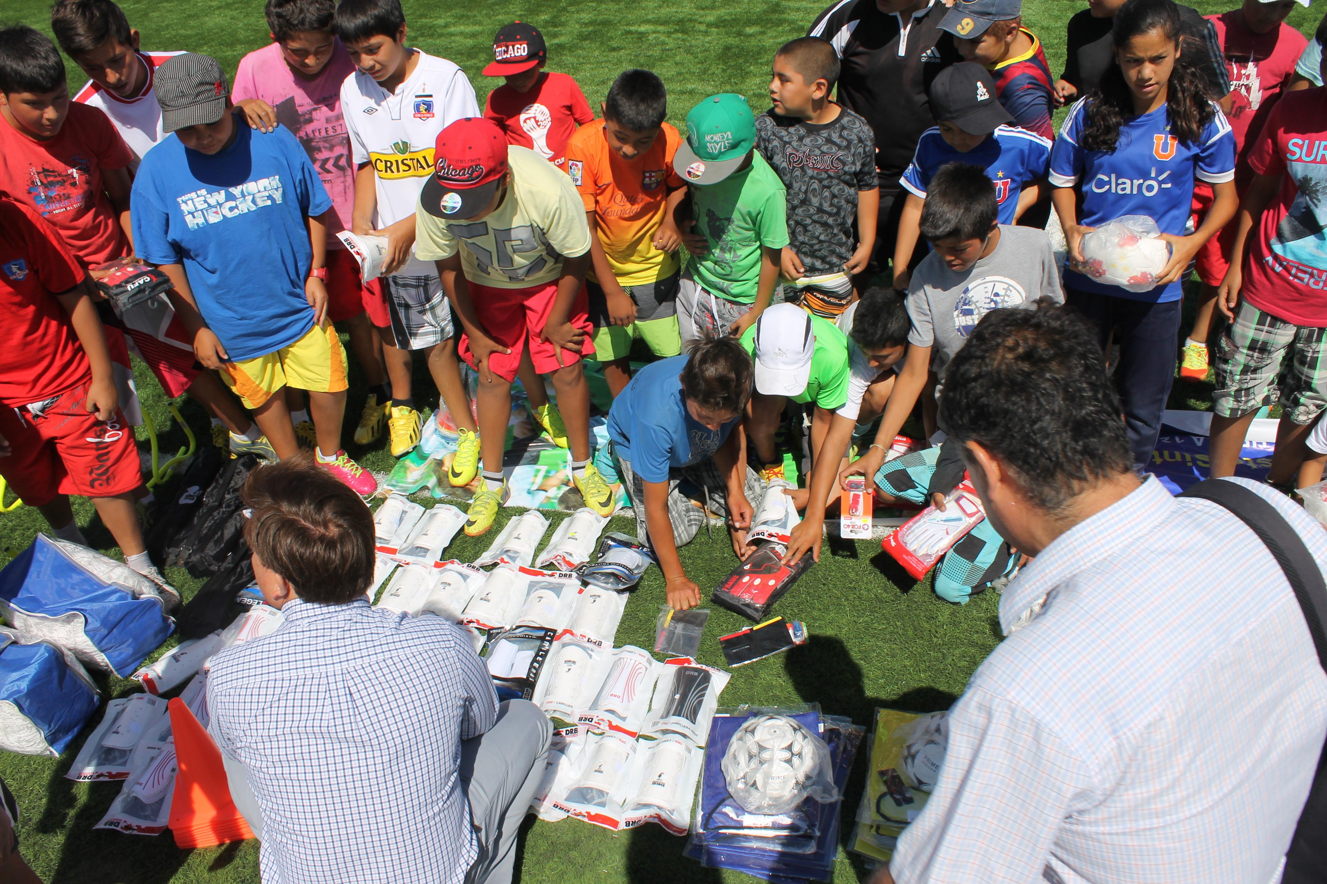 Entregan implementación deportiva para talleres de verano en Freirina