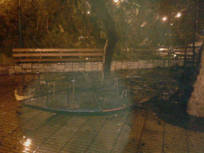 Incendio consume totalmente juegos infantiles de plaza O´Higgins de Vallenar