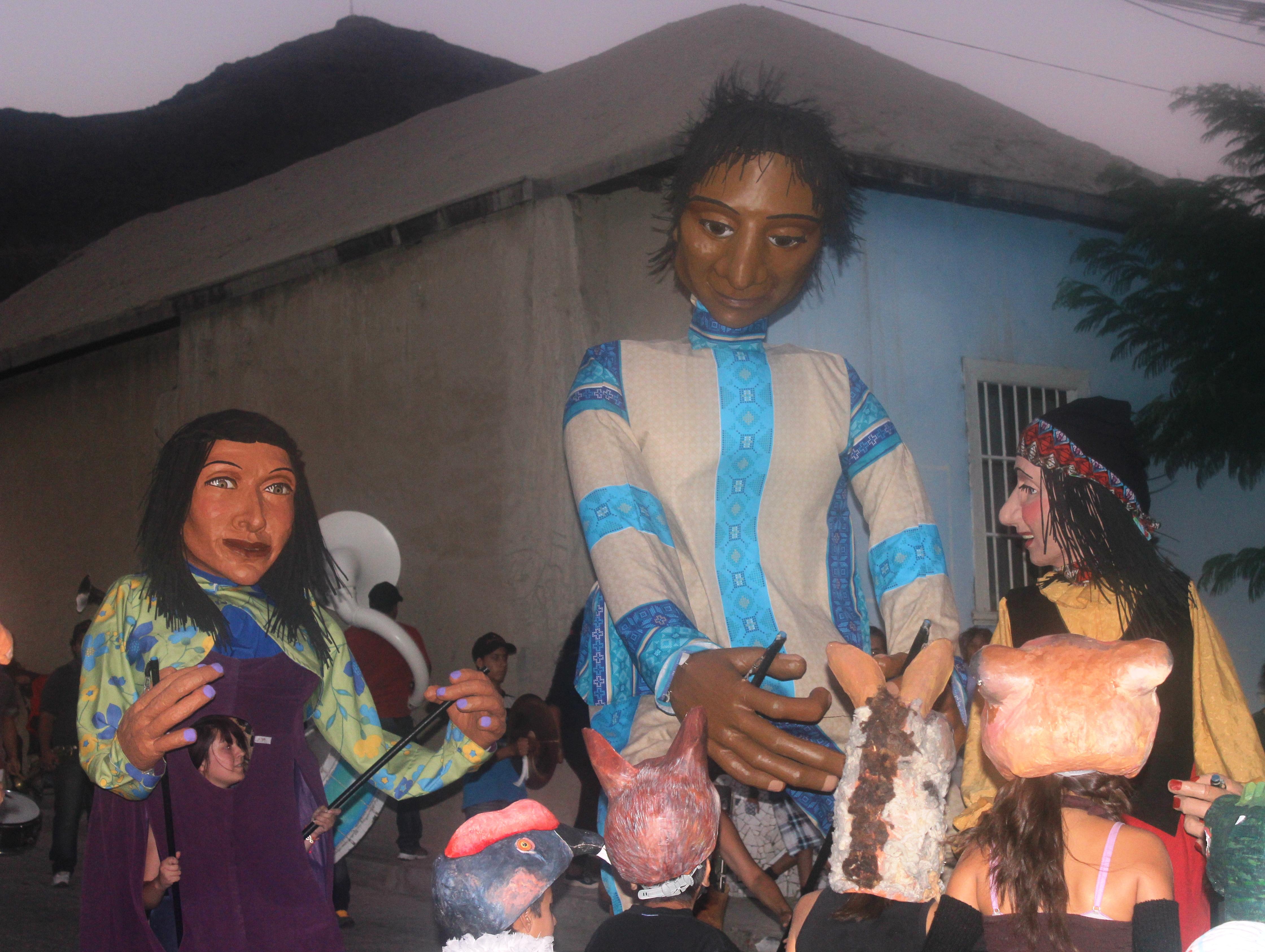 Marionetas vuelvan a tomarse calles de Alto del Carmen
