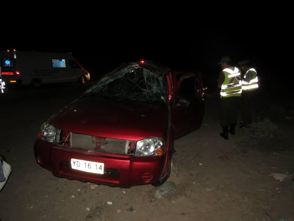 Familia resulta lesionada al volcar vehículo en el que viajaban en Carrizalillo
