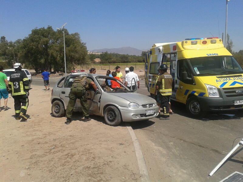 Vehículo choca con poste en Vallenar y deja un lesionado (Imágenes)