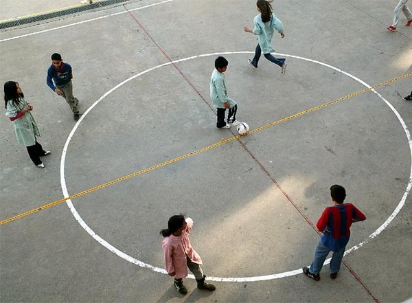 """Colegios deberán """"anclar al piso arcos"""" para evitar accidentes en escolares"""