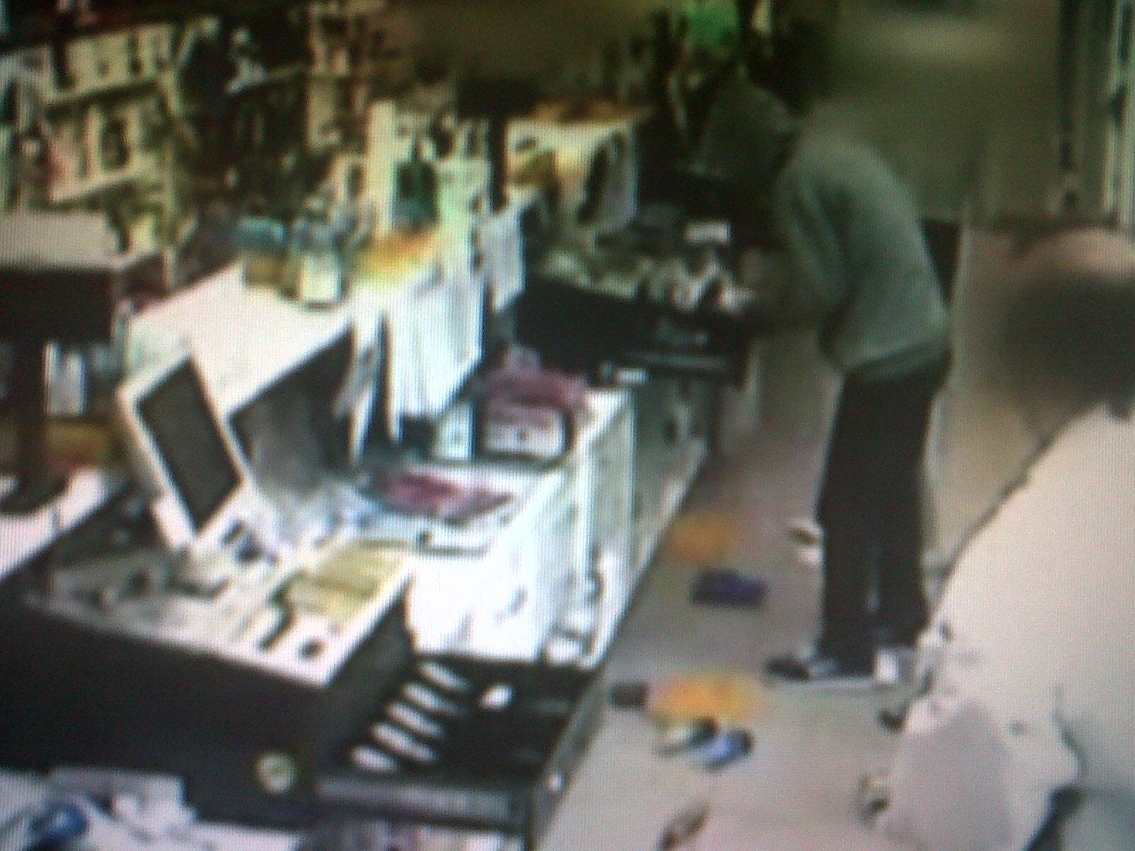 Asaltantes roban en céntrica farmacia de Vallenar