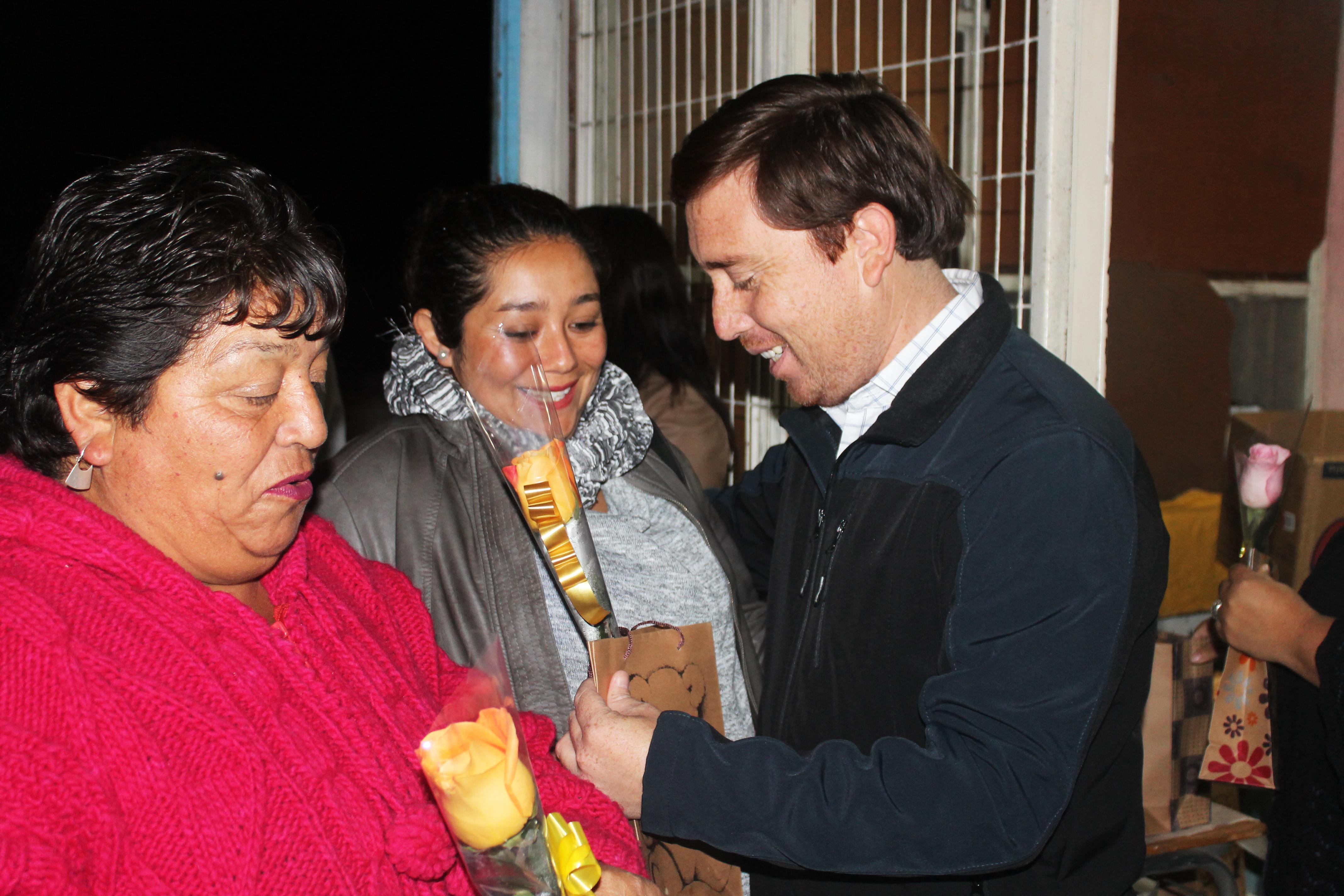Freirina celebró a sus mamitas con Camilo Sesto