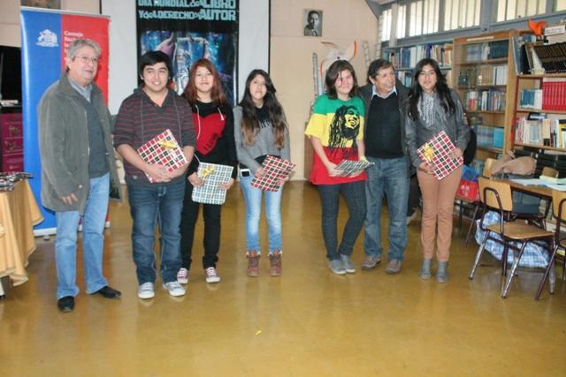 Liceo de Vallenar cierra mes del libro con entrega de material literario a estudiantes
