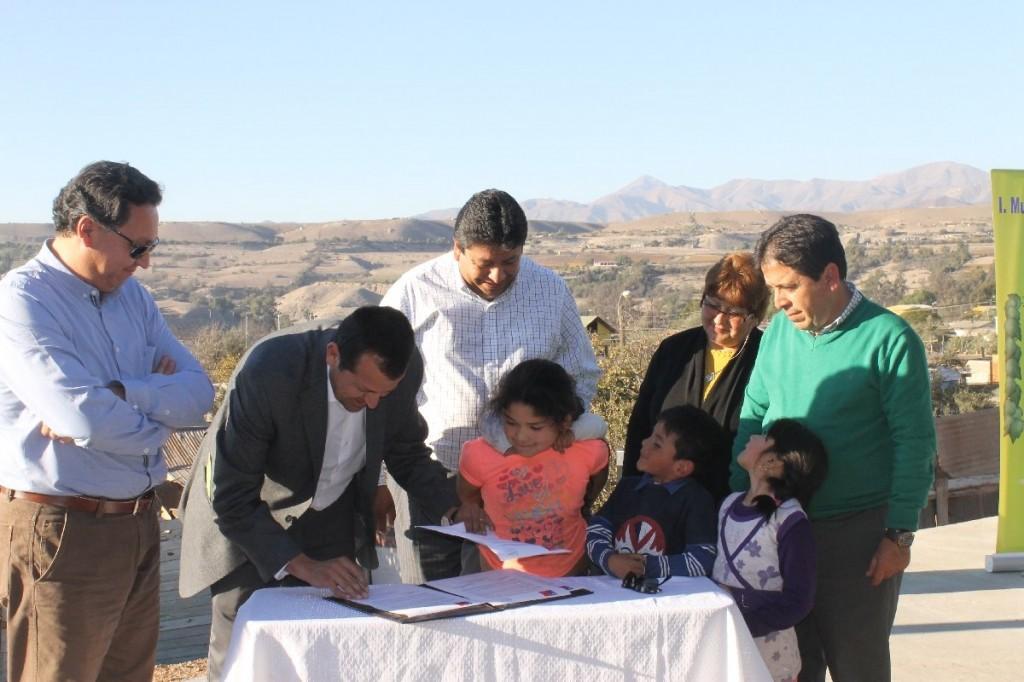 Firma acta traspaso Union Torreblanca