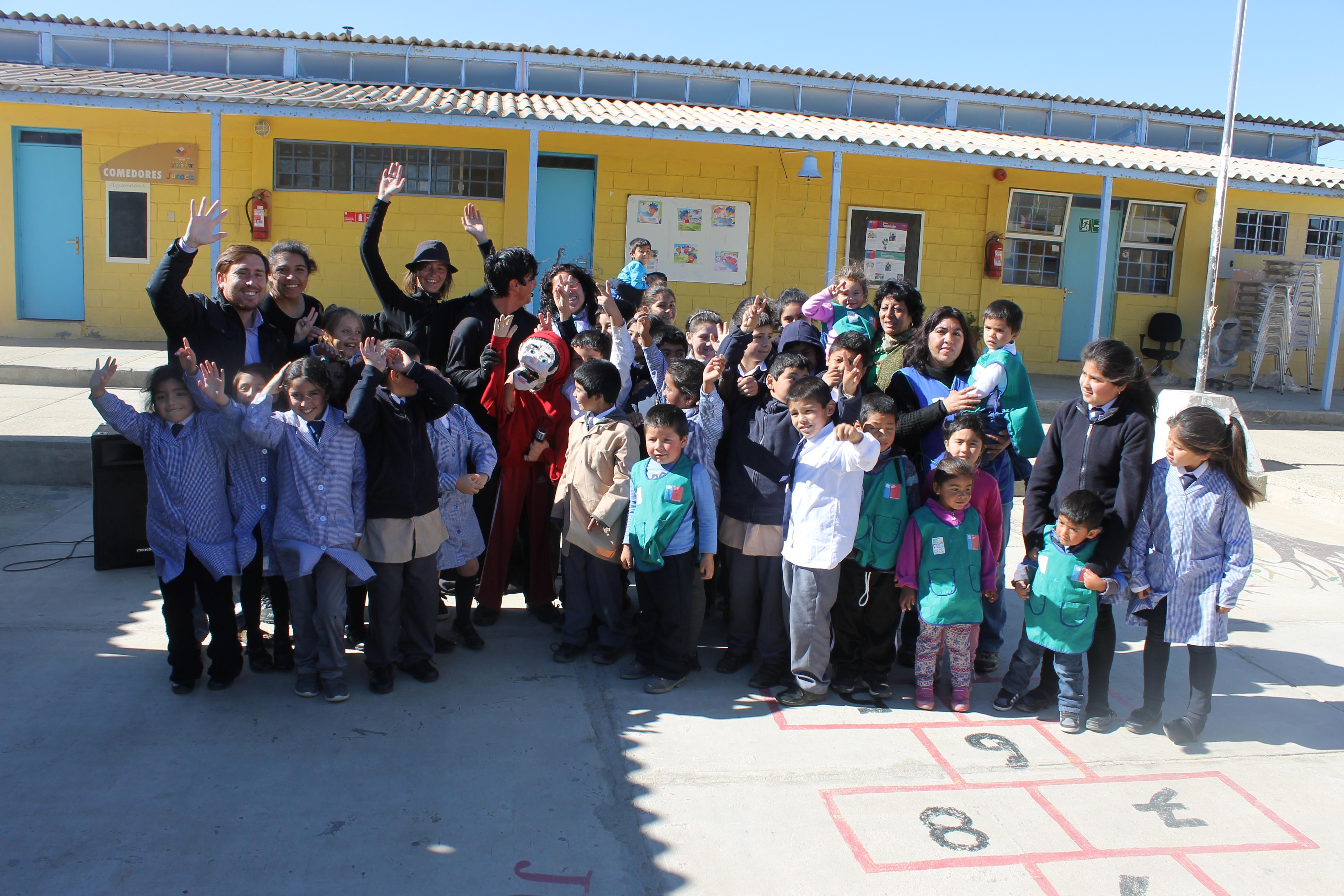 Municipio de Freirina entrega implementación a escuela de Carrizalillo