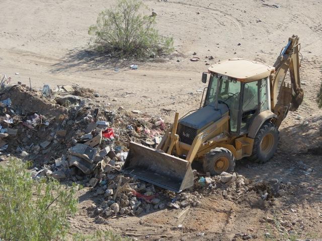 Retiran 10 camiones de basura desde focos de contaminación en sector Torino de Vallenar