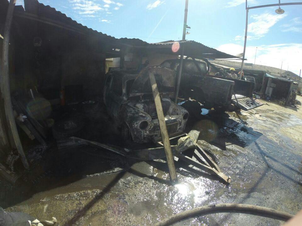 Incendio de taller mecánico consume dos vehículos en Vallenar