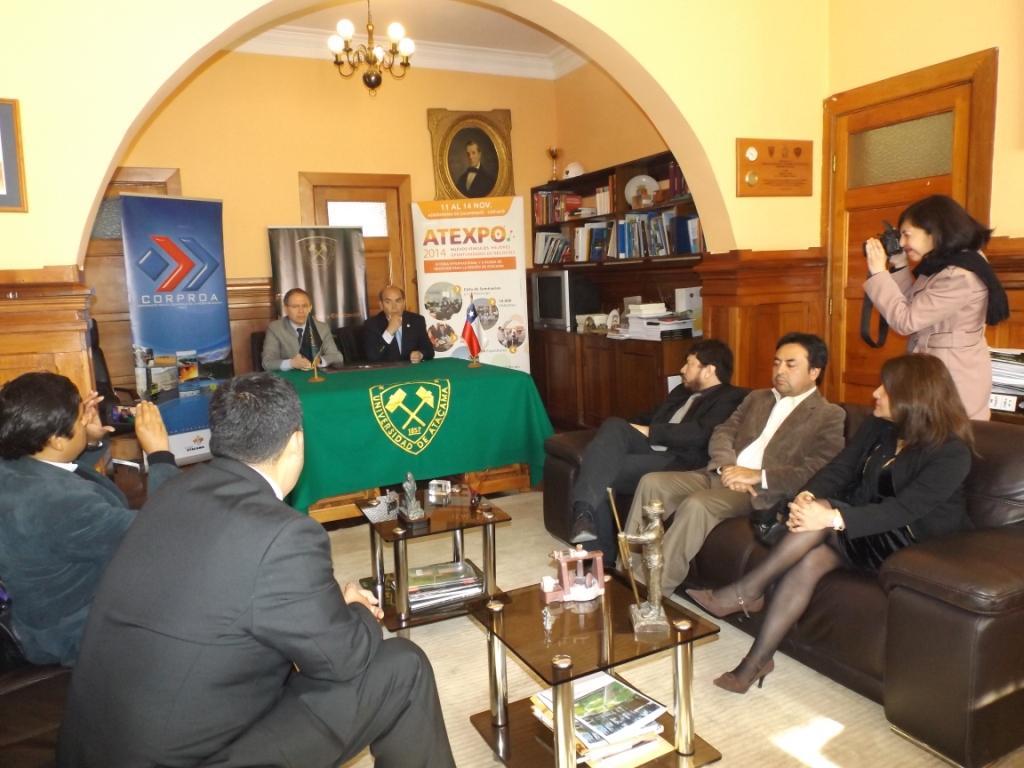CORPROA y UDA firman acuerdo para impulsar el desarrollo e innovación de empresas en la región