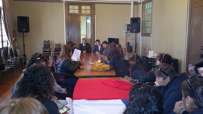 Funcionarios  a honorarios del municipio de Vallenar  exponen sus demandas en reunión con gobernación provincial