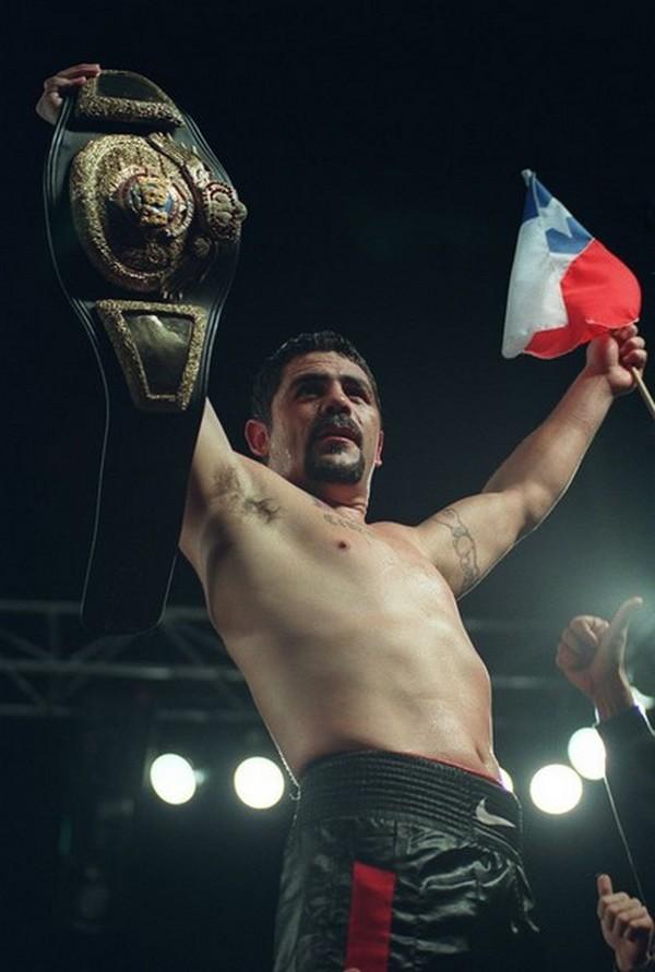 Club de boxeo celebra 2 años con ex campeón mundial Carlos Cruzat