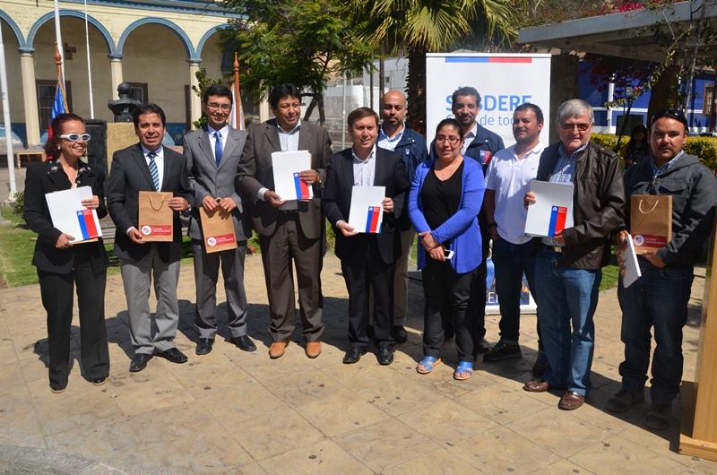 Gore entrega recursos para municipios del Huasco que servirán para sedes vecinales y reparación de veredas