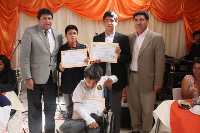 Entregan reconocimiento a los alumnos con mejor rendimiento escolar 2014 en Vallenar