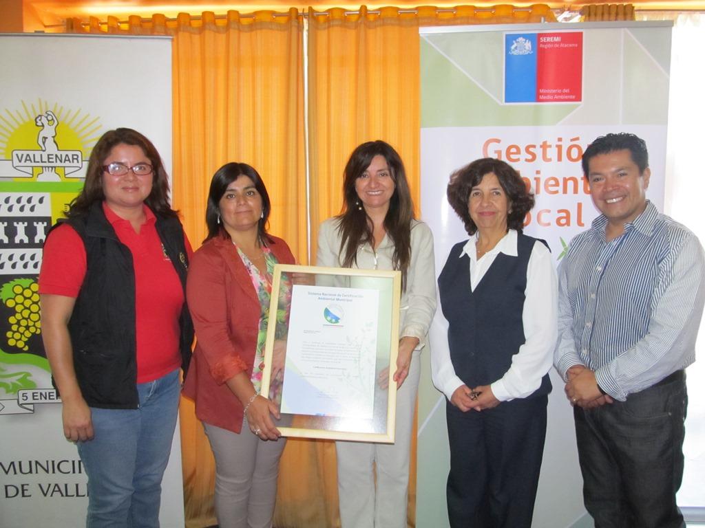Seremi del Medio Ambiente certifica ambientalmente a municipio de Vallenar