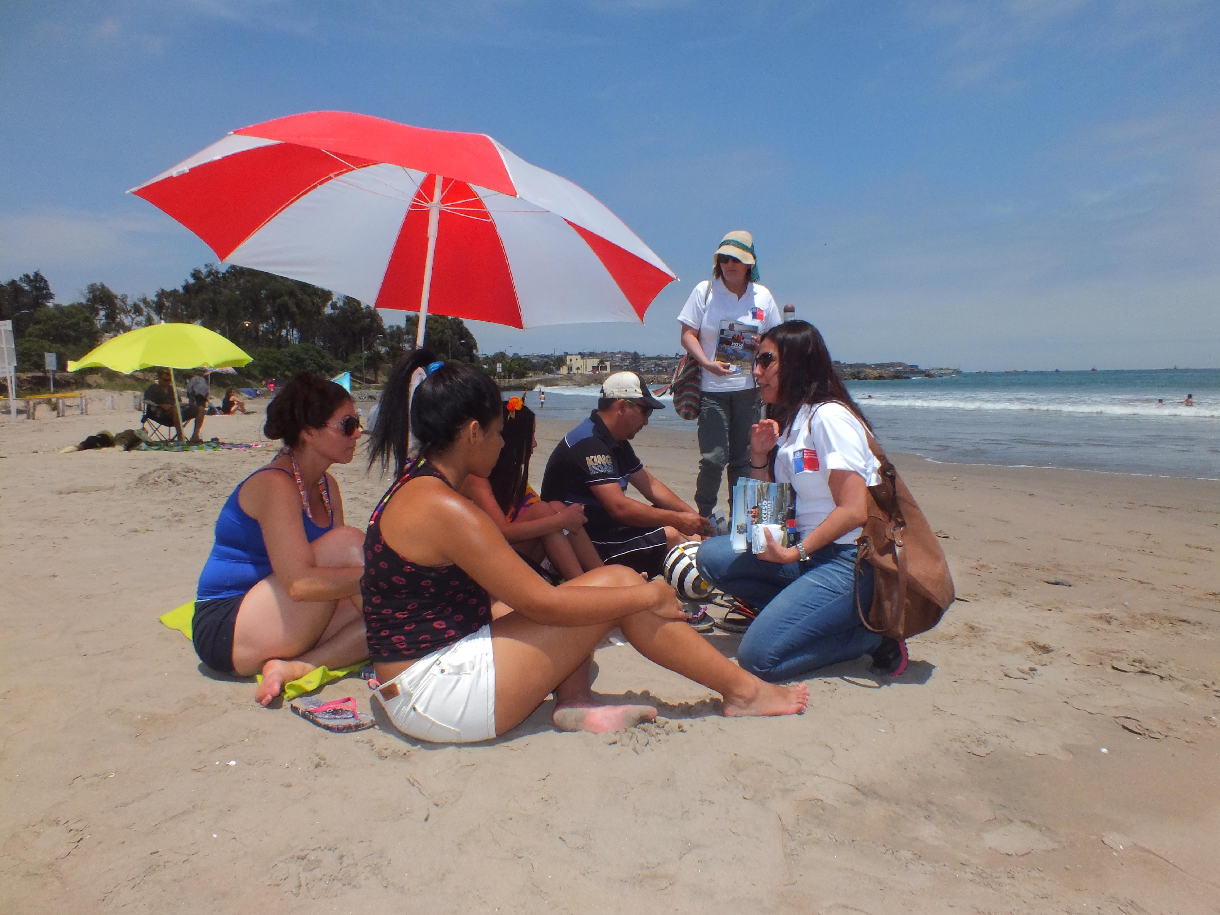 """Bienes Nacionales difunde campaña """"Acceso a lo Nuestro: Patrimonio de Todas y Todos"""" en playas del Huasco"""