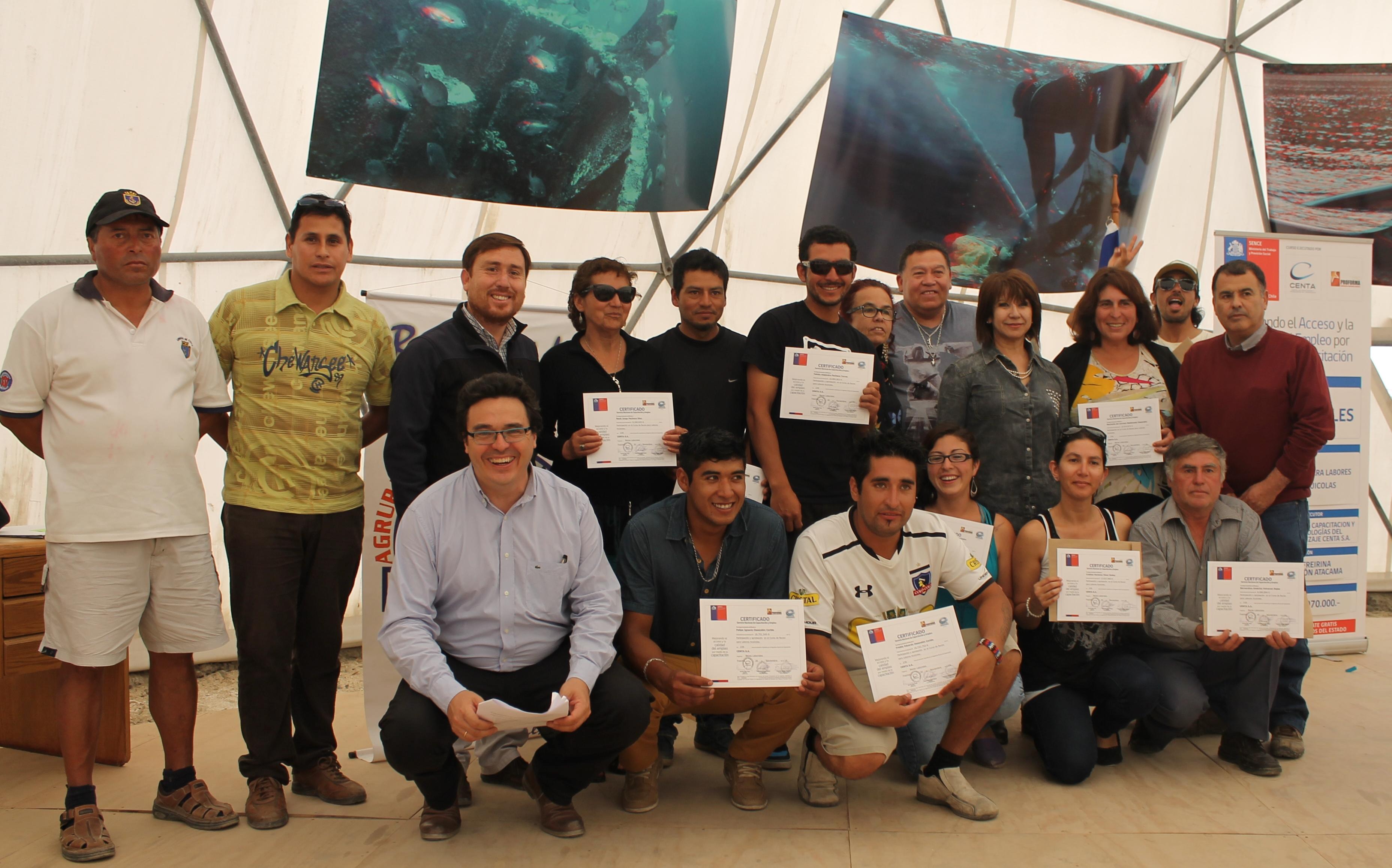 Certifican en buceo para labores acuícolas a trabajadores de Caleta Chañaral de Aceituno