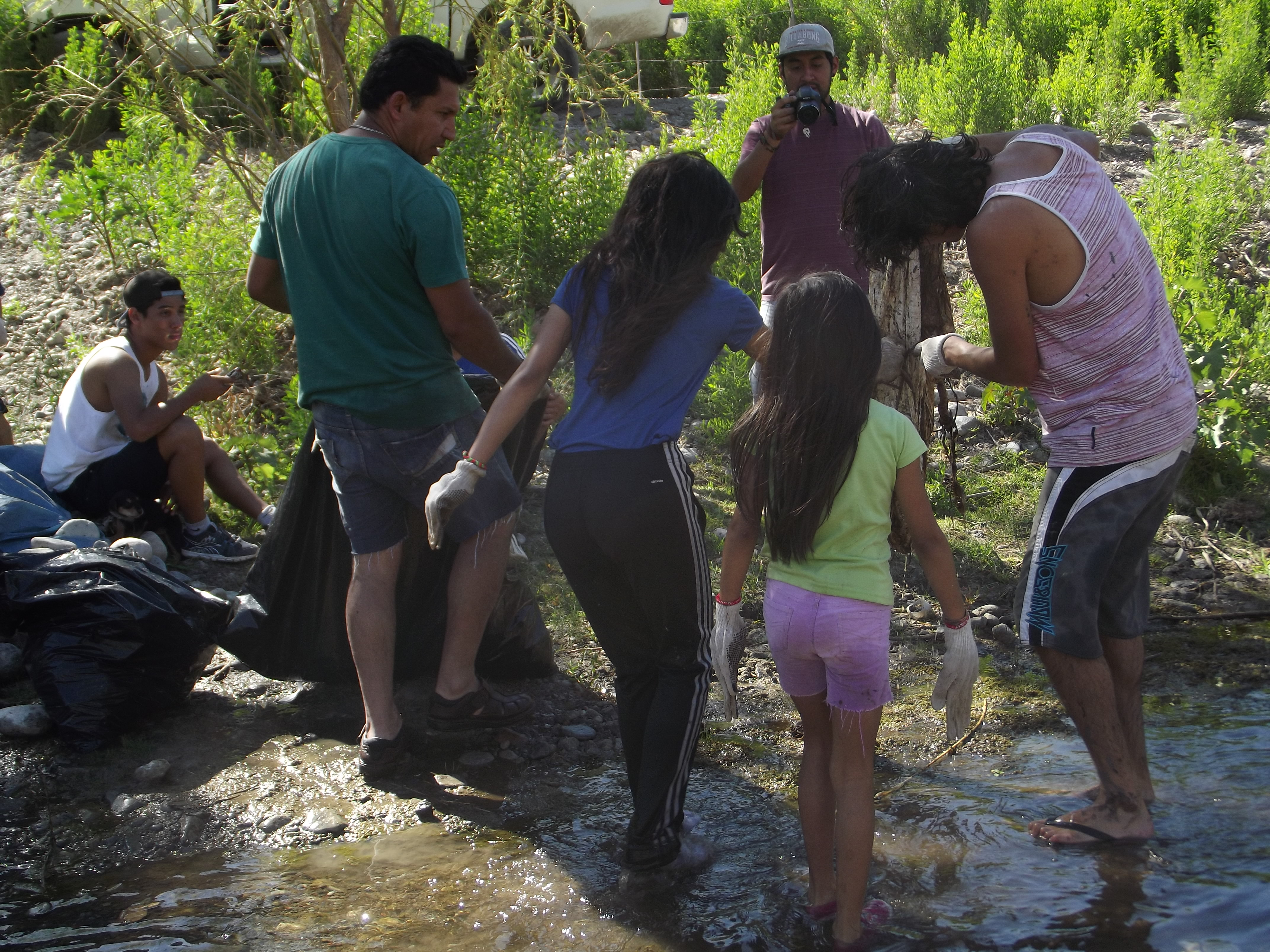 Niños de Alto del Carmen realizan limpieza del río