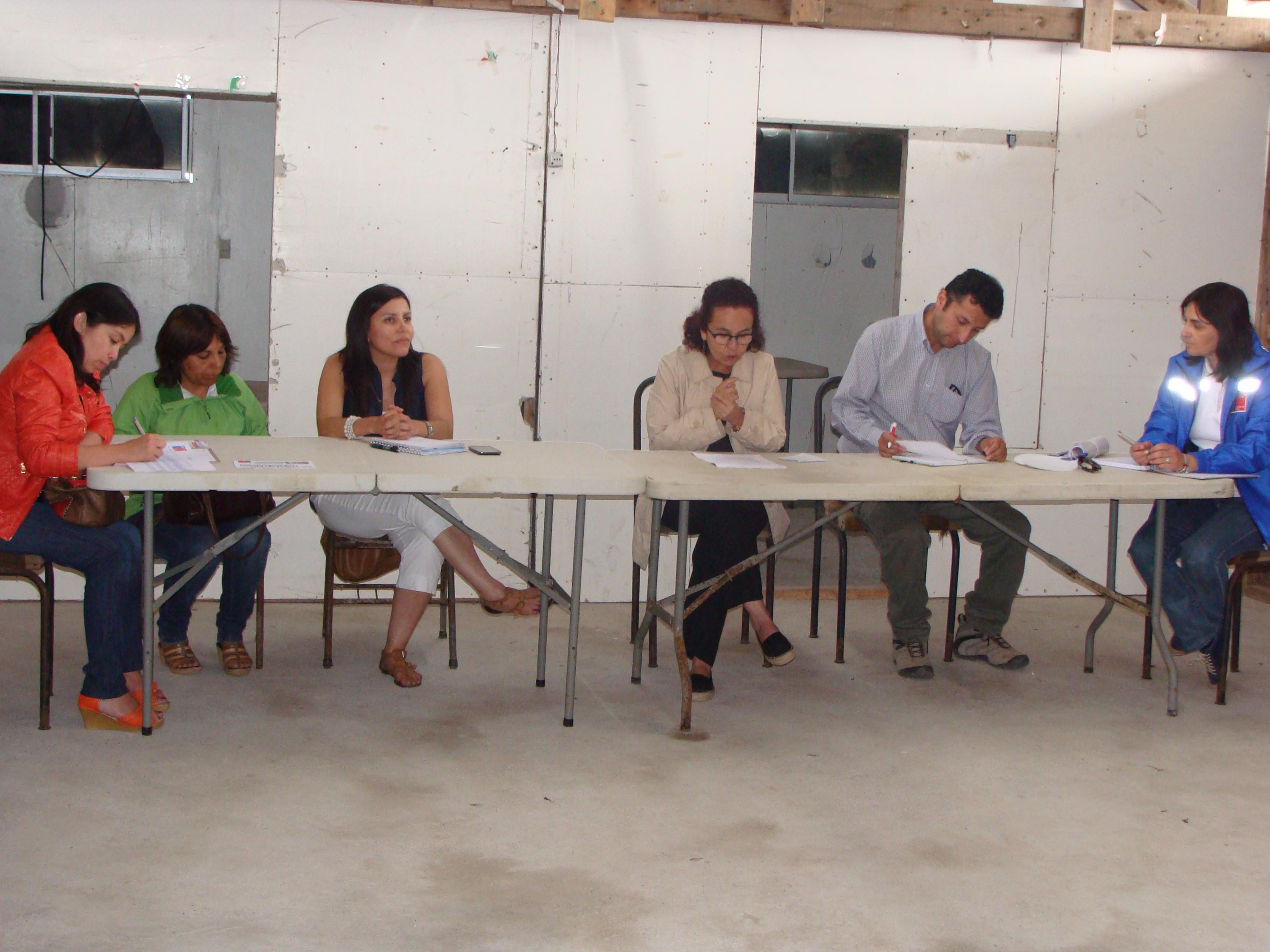 Autoridades se reunieron con vecinos de Caleta Los Pozos