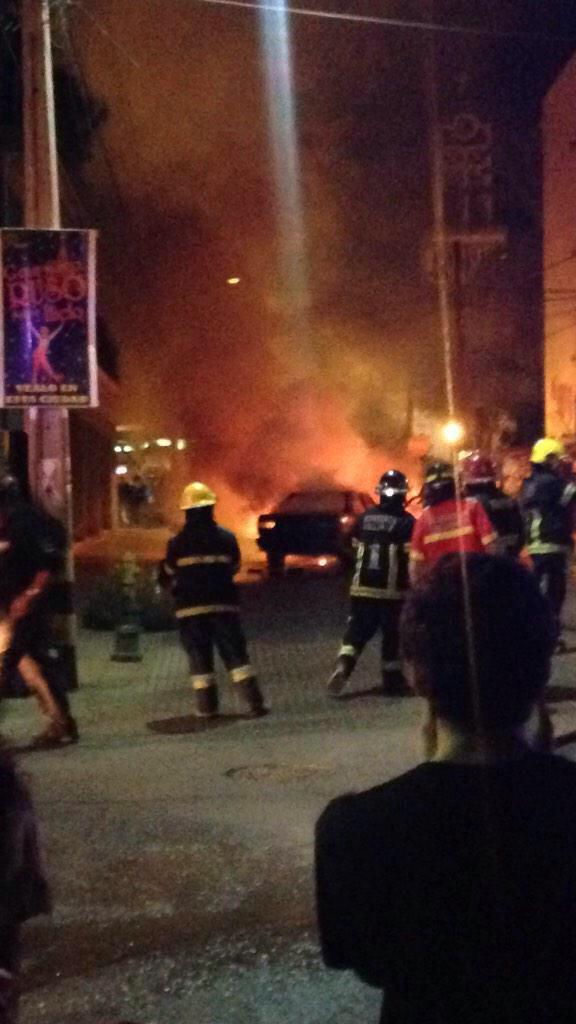 Llamas consumieron vehículo en pleno centro de Vallenar