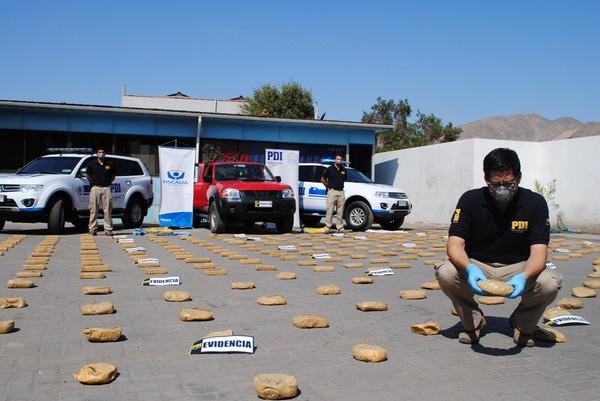 PDI incauta cerca de 300 kilos de droga que  sujetos trasportaban al interior de dos vehículos