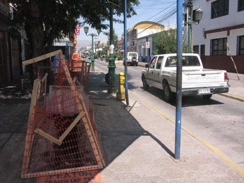 Trabajadores afectados por término de proyecto de arreglo de calles en Vallenar presentan denuncia a gobernadora