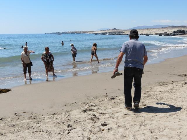 Vecinos de Vallenar ldisfrutan de la playa gracias a municipio