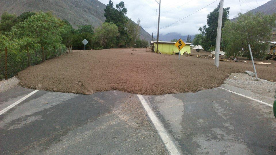 4 quebradas bajaron en Alto del Carmen y lluvias cortan tránsito entre la comuna y Vallenar