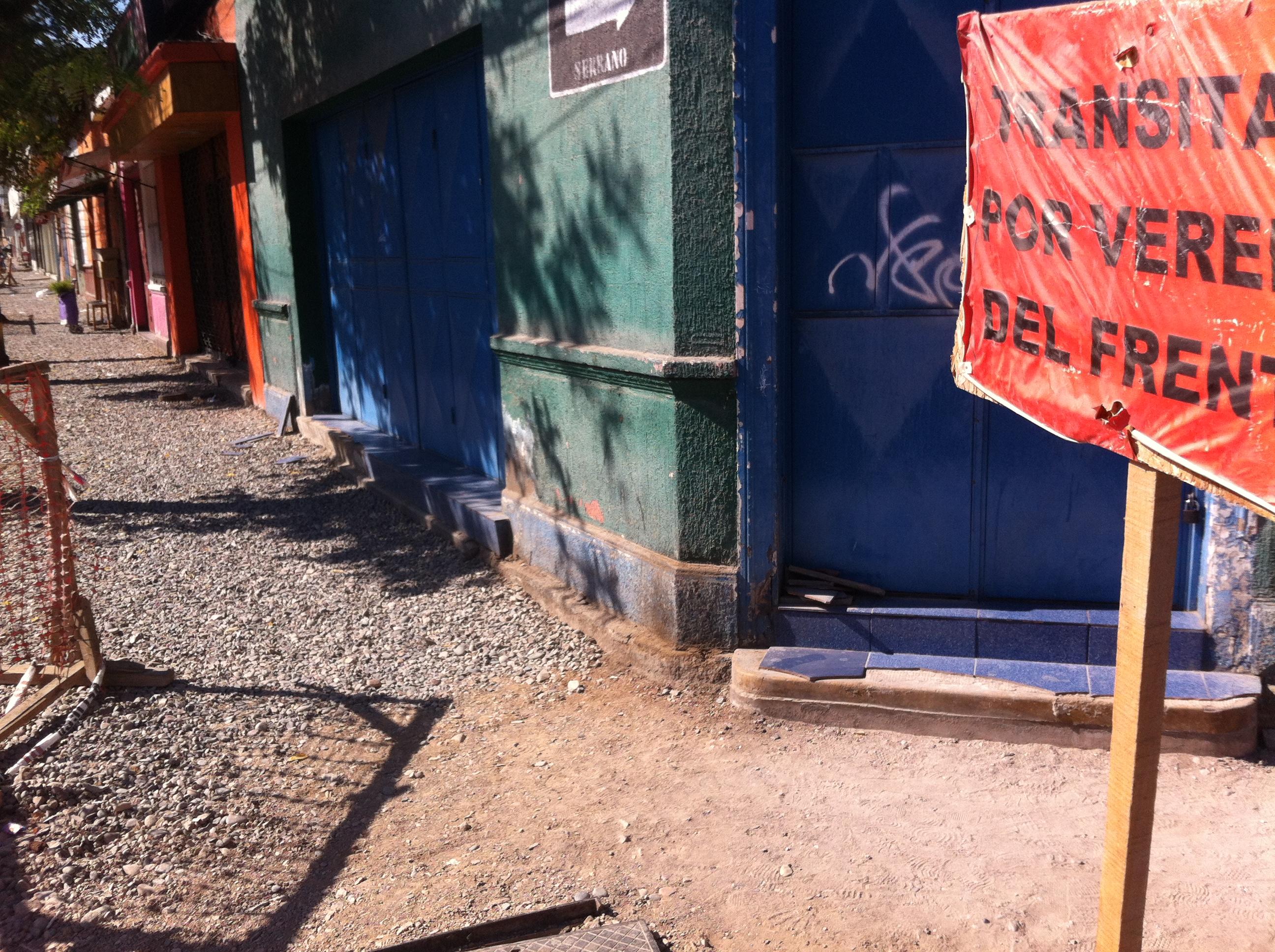 Molestia en vecinos por veredas no terminadas: Empresa sólo tenía 37% de avance de proyecto