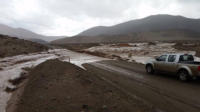 Freirina gestiona maquinarias de Sacyr para despejar vías afectadas por lluvias